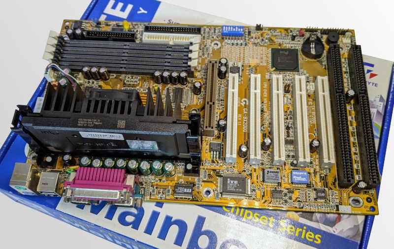 Gigabyte Mainboard GA-BX2000 Slot1 AGP PCI ISA