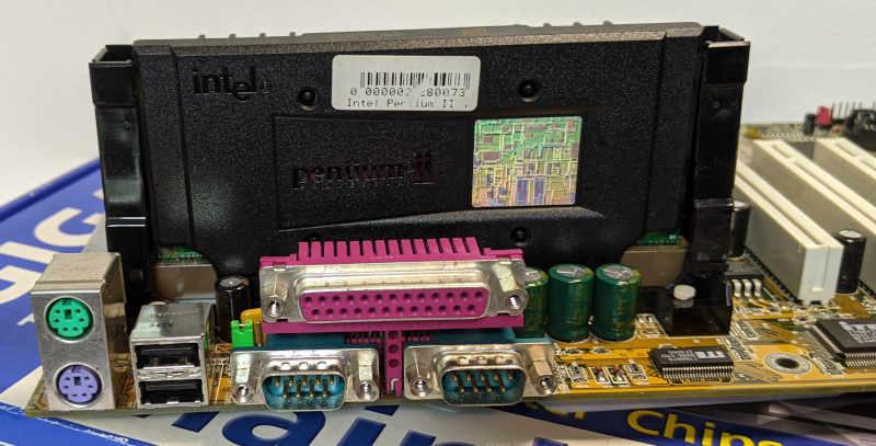 Gigabyte Mainboard GA-BX2000 Slot1 Schnittstellen
