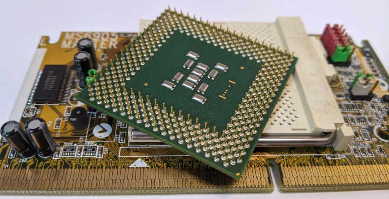 Intel Pentium III SL3VJ Prozessor Pins