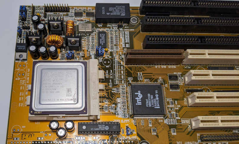 Asus PC-Mainboard P/I-P55T2P4 AMD K6-2 500 Prozessor