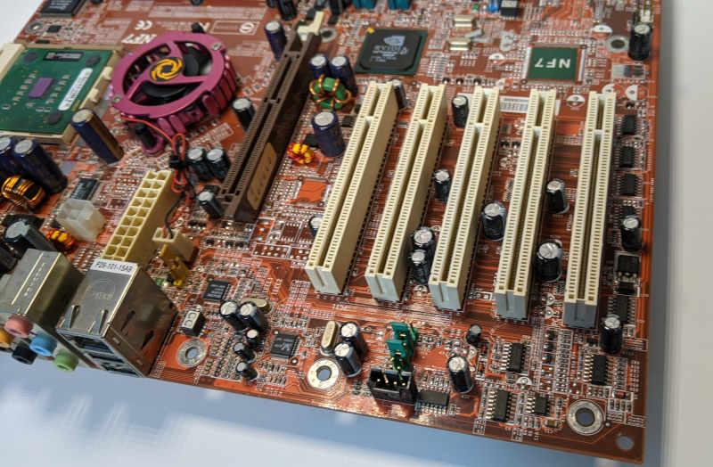 Abit NF7 PC-Mainboard nForce2 Ultra Sockel A (462) AGP und PCI-Steckplätze