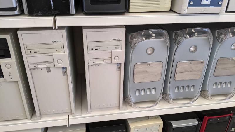 Apple G4 silber und MaxData PCs
