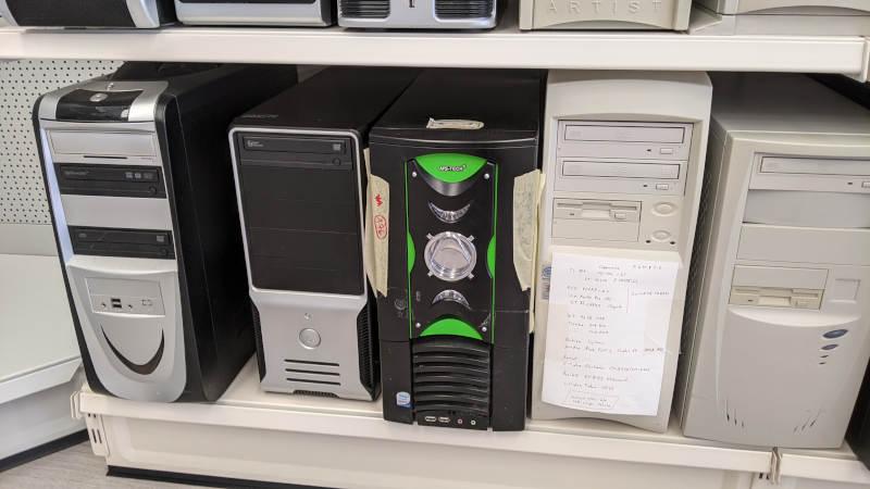 AMD Slot A PC von Lidl (zweiter v. rechts)